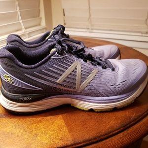 New Balance 880v8 Women's running shoe 7.5 M A40